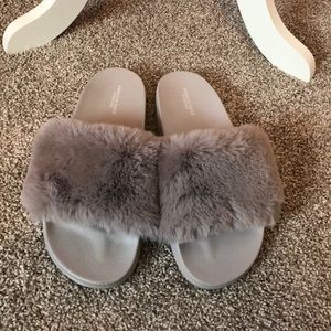 Lavender/ mink gray fluffy slippers!